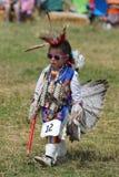 Niezidentyfikowany Młody rodowity amerykanin podczas 40th Rocznego Thunderbird Amerykańsko-indiański Powwow obraz stock