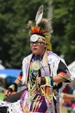 Niezidentyfikowany Młody rodowity amerykanin podczas 40th Rocznego Thunderbird Amerykańsko-indiański Powwow obrazy royalty free