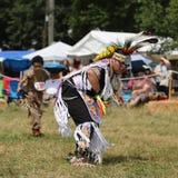 Niezidentyfikowany Młody rodowity amerykanin podczas 40th Rocznego Thunderbird Amerykańsko-indiański Powwow obrazy stock