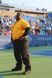 Niezidentyfikowany pracownik ochrony providing ochronę przy Billie Cajgowego królewiątka tenisa Krajowym centrum podczas us open  Zdjęcia Royalty Free