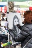 Niezidentyfikowany uliczny artysta na Montmartre Zdjęcie Royalty Free