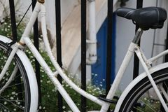 Niezmienny przekładnia bicykl w mieście fotografia stock