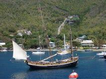 Niezwykły jacht zakotwiczający przy Bequia. Fotografia Royalty Free