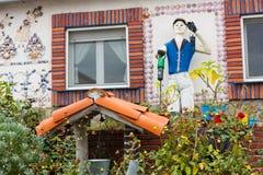 Niezwykły strach na wróble w ogródzie zdjęcia stock