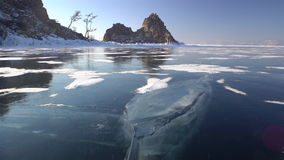 Niezwykły zima krajobraz Pęknięcia na Jeziornym Baikal zdjęcie wideo