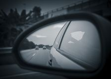Niezwykła autostrada od odbicia na rearview Zdjęcie Stock