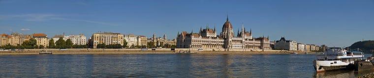 Niezwykle rozległa panorama Budapest Danube nabrzeże, Hungaria obrazy stock