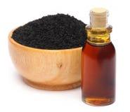 Nigella sativa of Zwarte komijn met etherische olie Royalty-vrije Stock Foto