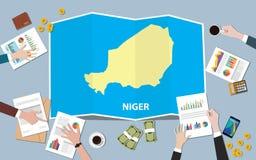 Niger Africa gospodarki kraju narodu wzrostowa drużyna dyskutuje z fałd map widokiem od wierzchołka Obrazy Stock