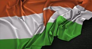 Niger Flag Wrinkled On Dark-Hintergrund 3D übertragen Lizenzfreies Stockbild