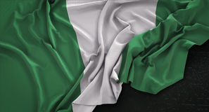 Nigeria flaga Marszczył Na Ciemnym tle 3D Odpłaca się ilustracji