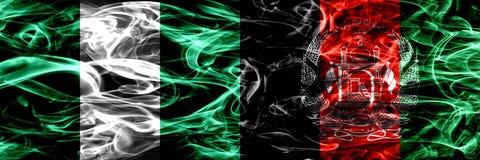 Nigeria, Nigeryjski vs Afganistan, Afghani dymu flaga umieszczająca strona strona - obok - Gęsty abstrakt barwił silky dymne flag ilustracja wektor