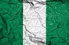 Nigeria-Weinleseflagge auf altem zerknittertem Papierhintergrund stockfotografie