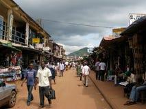 Nigeriaanse markt in Enugu Nigeria royalty-vrije stock afbeeldingen