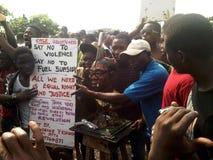 Nigerische Kraftstoffbeihilfe-Ausbau-Protestierender bei Ojota Stockfotos