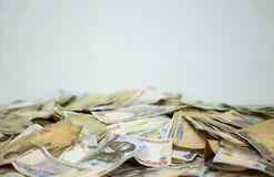 Nigerische Währung - ein Haufen von Nigeria-Nairaanmerkungen stockbild
