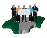 Nigerisches Geschäftsteam auf Kartenmarkierungsfahne Stockfotos