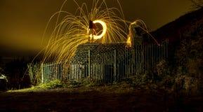 Nigh fotografi för stålull dimmig natt royaltyfria foton