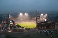 In a night game and a light rain mist, the Florida Marlins beat the 2006 World Series Champion baseball team, the St. Louis Cardin Stock Images