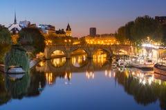 Night Ile DE La Cite in Parijs, Frankrijk stock foto's