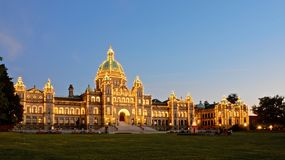 The night lighting of the British Columbia Parliament building underlines its amazing historical architecture stock image