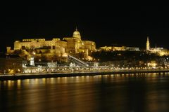 Free Night Panorama Of The Danube River And The Buda Castle, Budapest, Hungary Royalty Free Stock Photography - 142837597