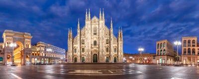 Night Piazza del Duomo στο Μιλάνο, Ιταλία Στοκ Εικόνες