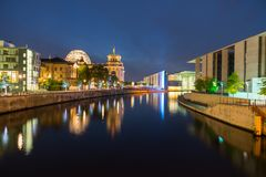 Free Night Scenes And Night Life Along River Spree. Royalty Free Stock Images - 104150699