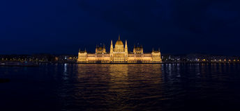Night shot of parliament of budapest Royalty Free Stock Photo