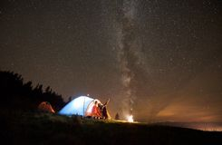 Night summer camping in the mountains under night starry sky stock photography