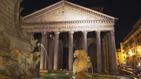 Night time view of a fountain and the pantheon, rome stock video