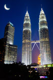 night towers twin στοκ φωτογραφίες με δικαίωμα ελεύθερης χρήσης