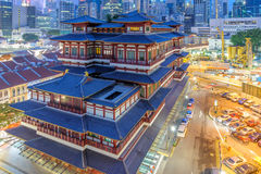 Night view of buddha tooth temple and the cityscape of Singapore Royalty Free Stock Photography
