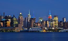 Night view of the Manhattan skyline in New York City Stock Images