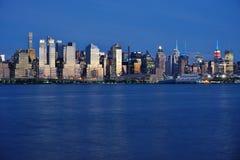 Night view of the Manhattan skyline in New York City Stock Photos