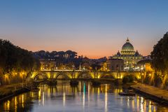 Night view at St. Peter`s cathedral in Rome, Italy. Italien Stock Image