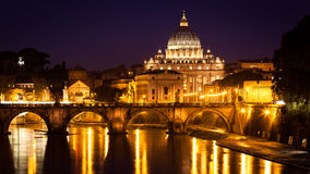 Night view at St. Peter's cathedral in Rome, Italy Royalty Free Stock Photos