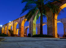 The night view of the Upper Barrakka Garden's terraced arches in Stock Photography