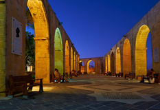 The night view of the Upper Barrakka Garden`s terraced arches in Stock Photo