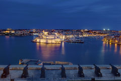 Night view on Valletta Grand harbor from the historic Upper Barraka garden. Area in Malta with historic line of cannons - Saluting Battery of the St. Peter & Stock Image