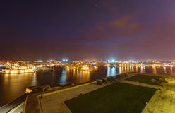 Night view on Valletta Grand harbor from the historic Upper Barraka garden. Area in Malta with historic line of cannons - Saluting Battery of the St. Peter & Stock Photo