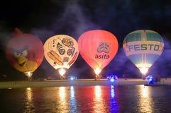 Nightglow con los globos del aire caliente Foto de archivo libre de regalías