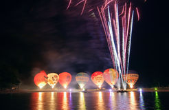 Nightglow mit Heißluftballonen Lizenzfreie Stockfotos