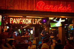Nightlife on the Koa San road area of Bangkok, Thailand at midni Stock Photography