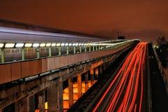 Nightlights sul ponte della metropolitana Kyiv, Ucraina Fotografia Stock