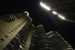 Nightscape μεταξύ των δύο πατωμάτων στοκ φωτογραφία με δικαίωμα ελεύθερης χρήσης