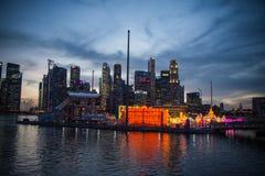Nightscape των ουρανοξυστών της Σιγκαπούρης Στοκ Εικόνες