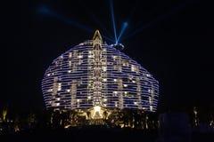 Nightscape гостиницы Sanya 7-звезды дерева мангровы, залива Haitang Стоковые Изображения RF