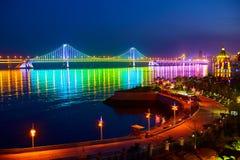 Nightscape моста переправы залива Xinghai Стоковое Фото