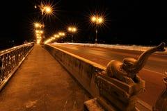 Nightscape av den Phaya Mang Rai bron Arkivfoton